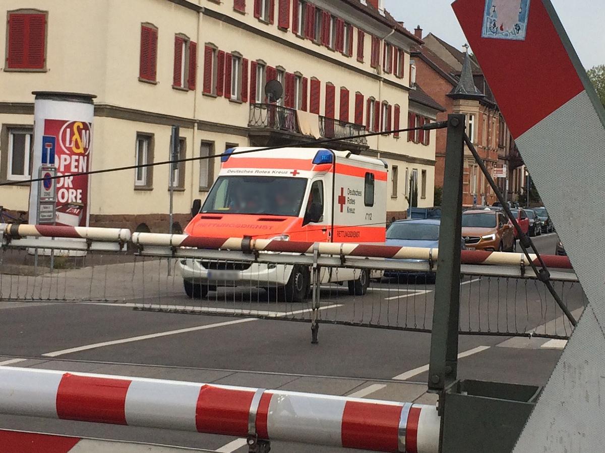 Rettungsdienst vor BÜ 04